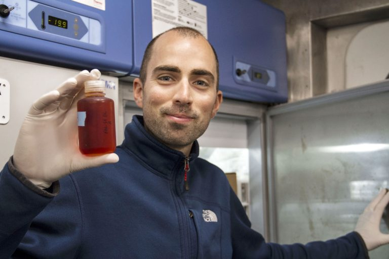 Hugo Berthelot, Biogeochemical Oceanographer, onboard the R/V <em>Falkor</em>, studies phytoplankton and the biochemical processes they take part in.